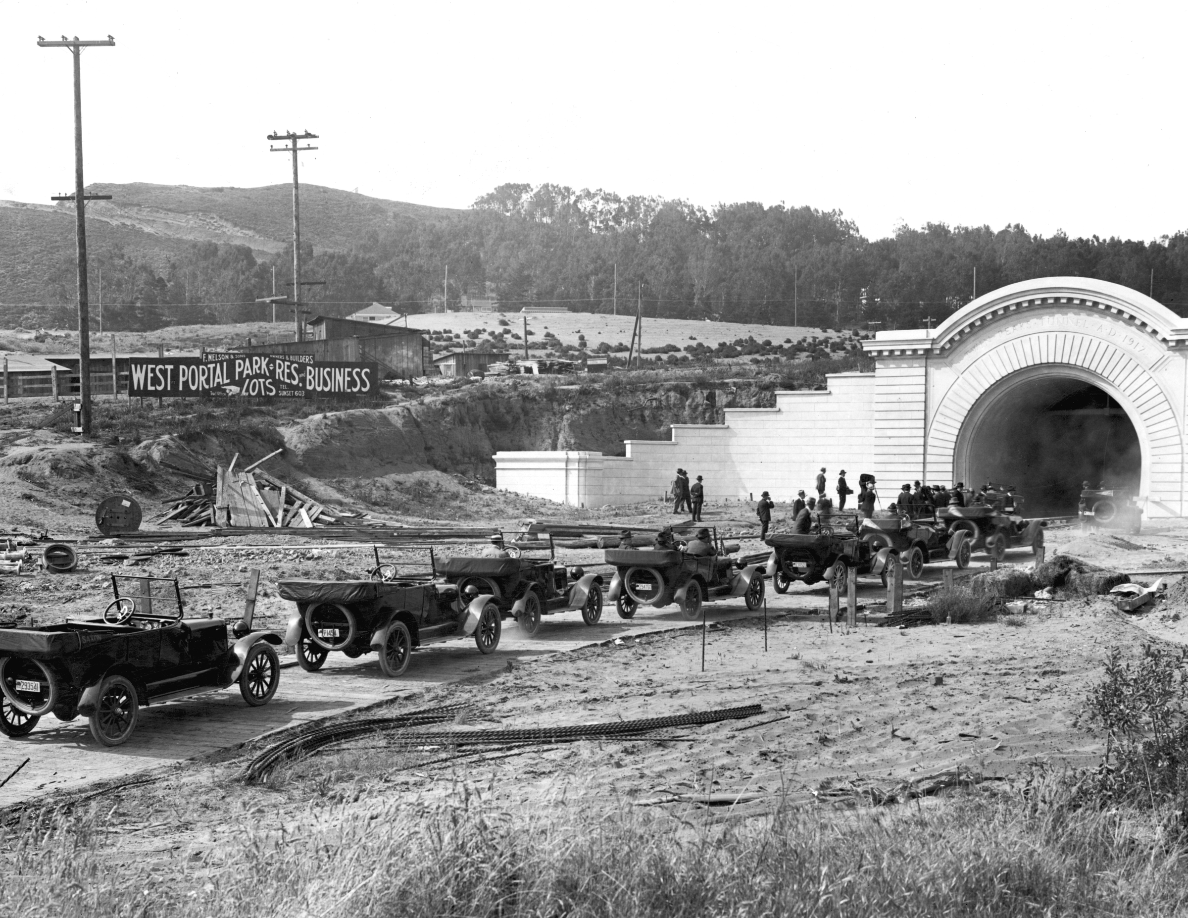 Cars line up to drive through the Twin Peaks Tunnel during the tunnel's opening ceremony in February 1918.
