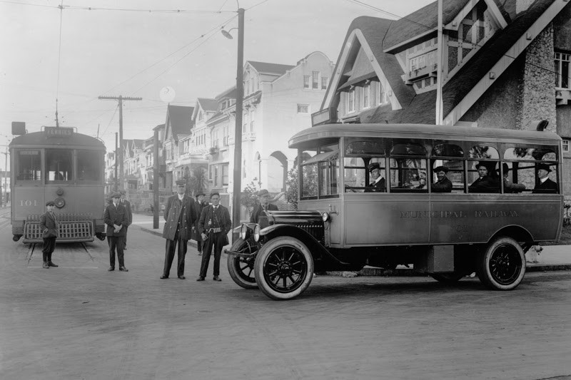 Photo of first motor bus meeting streetcar 101 in December 1917