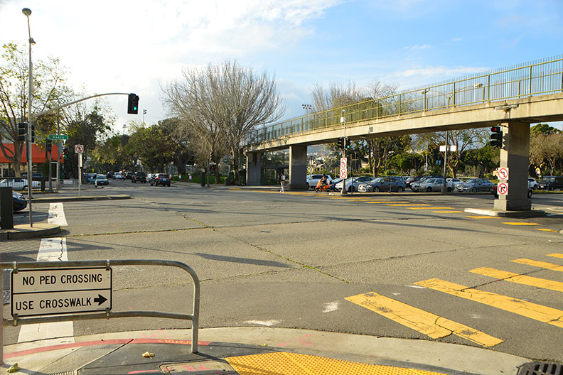 Photo of Steiner Street crossing before the project