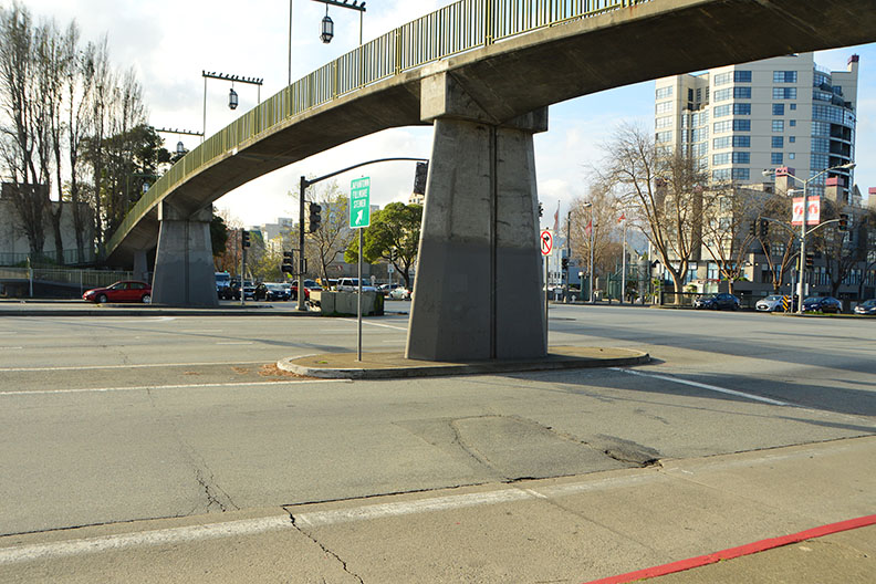 Photo of view of Webster/Geary intersection before the project
