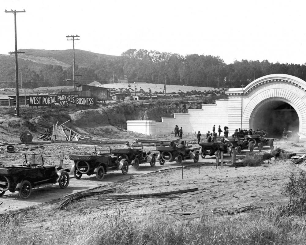 West Portal tunnel entrance on Twin Peaks Tunnel opening day, 1918