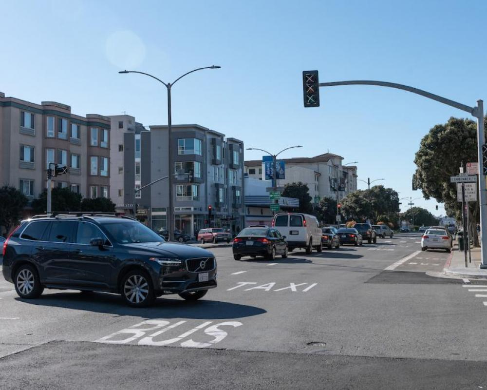 Image of car turning onto Commonwealth at Geary, with new traffic signal in the background