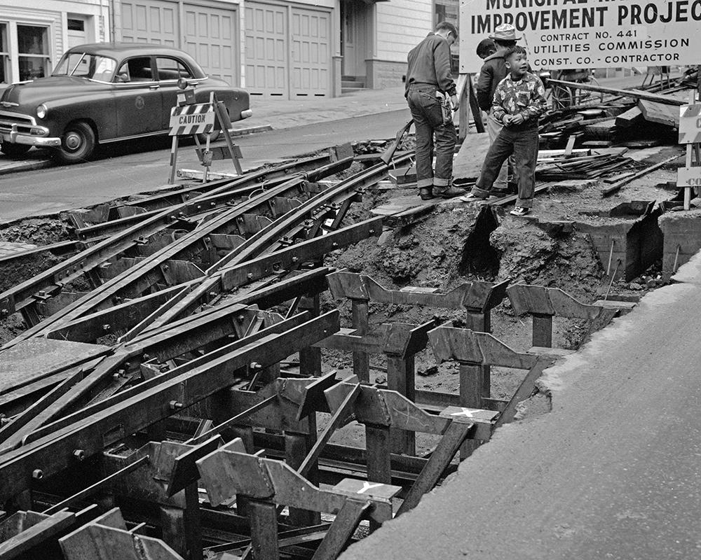 Kids amid construction at Hyde and Jackson in 1957 during reconfiguration of the now-defunct Washington Jackson cable line.