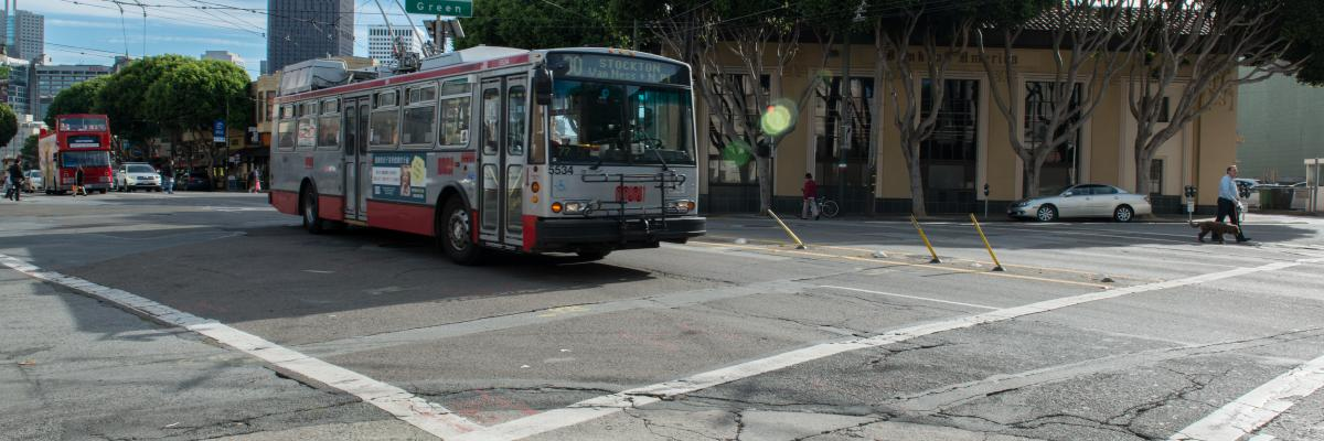 30 Stockton bus at Columbus Avenue and Green Street