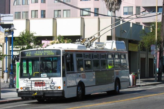 22 Fillmore Muni bus on 16th Street.