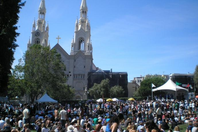 The crowd soaking up the sun in Washington Square Park during North Beach Festival 2009.