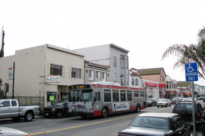 9 San Bruno bus in service along San Bruno Ave