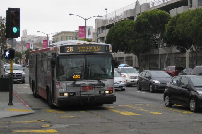 28 19th Ave bus on Lombard St going through green light at intersection