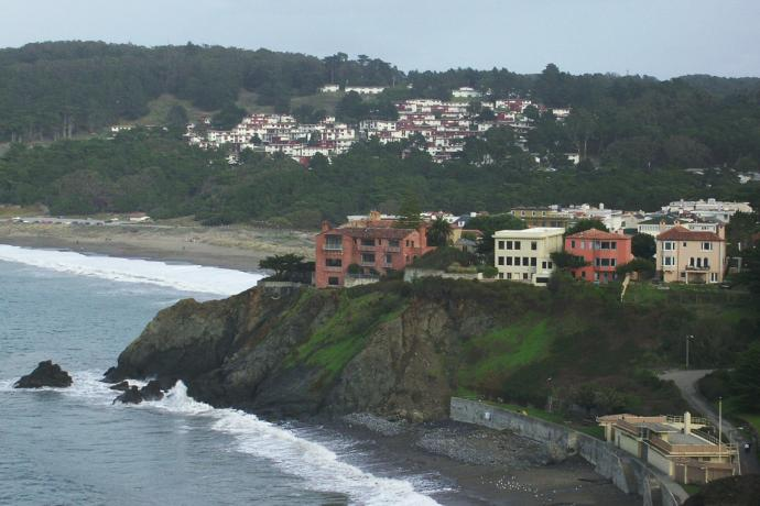 view of Seacliff neighborhood from Presidio. Photo By wikipedia user Wng cropped and resized