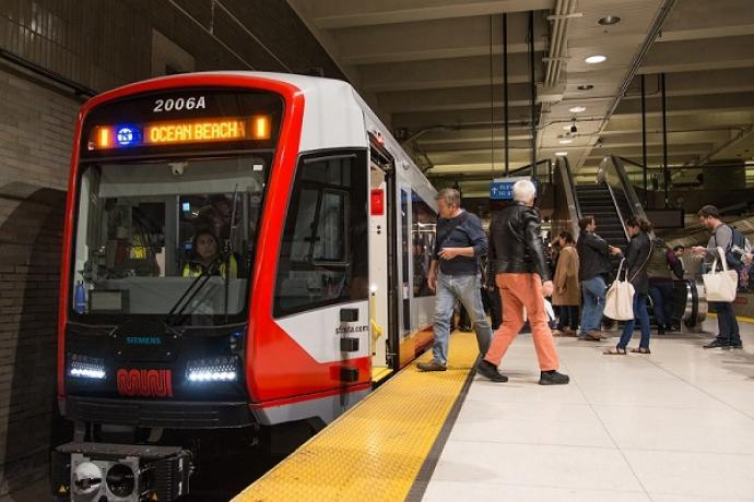LRV4 loading people up at the platform