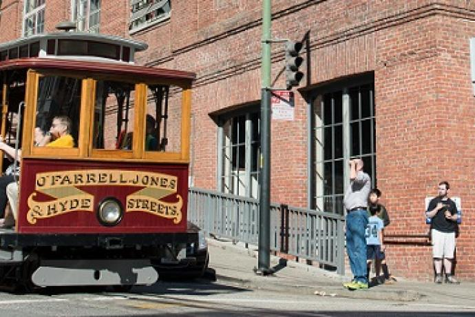 Hyde Line Cable Car passing the Cable Car Museum
