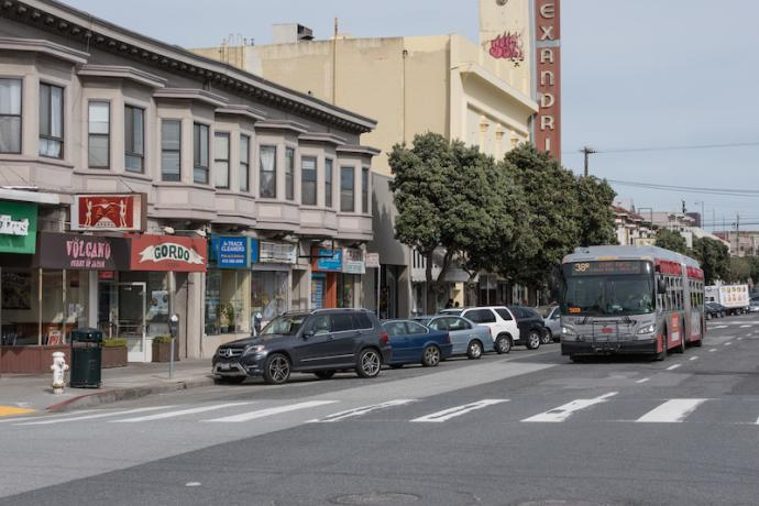 Bus traveling down Geary