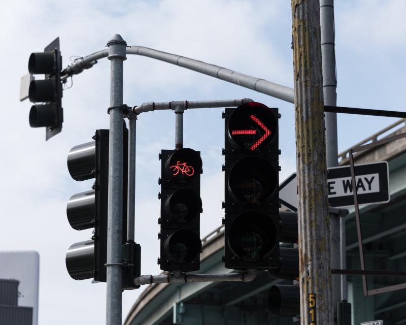 A red bike signal and red right turning signal at an intersection
