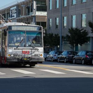 22 fillmore bus on 17th street
