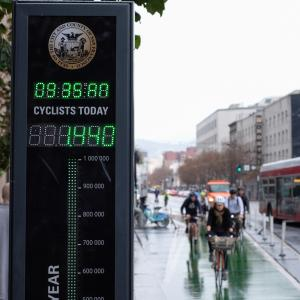 bike counter shows cyclists