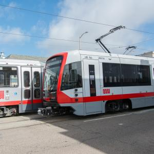 New LRV passing old LRV on N Judah Line