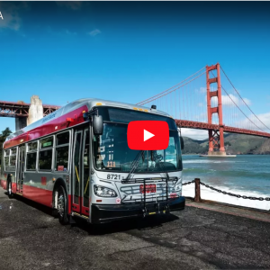 Image of Muni bus at the Golden Gate Bridge