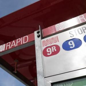 Muni bus shelter showing a Muni Rapid stop for the 9R and 9 routes