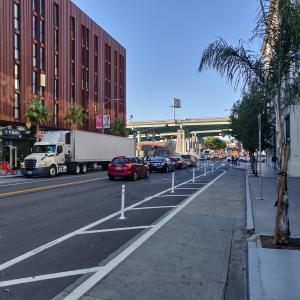Protected bikeway on Brannan Street between 8th and 7th streets