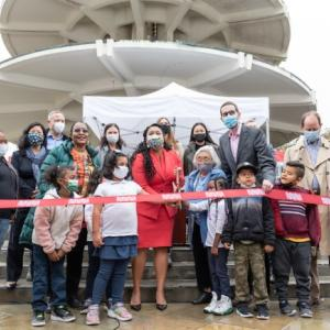Mayor London Breed, children from Rosa Parks Elementary, and Rep. Scott Weiner cut the ribbon