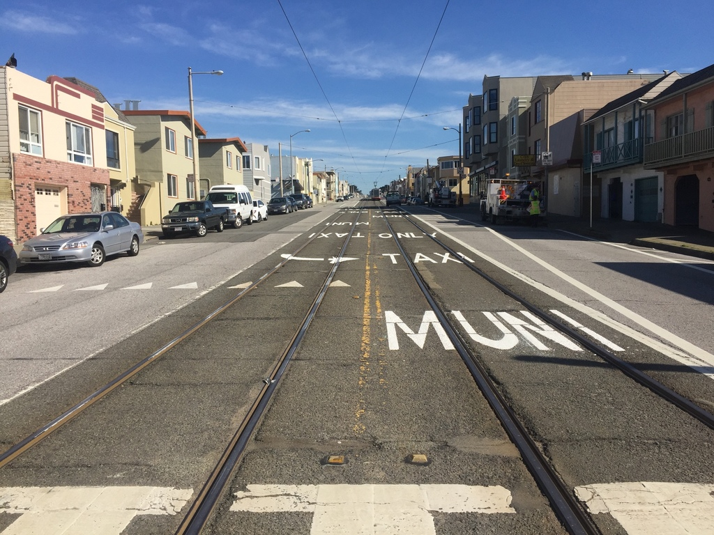 Transit only lane on Taraval between 45-44th avenues